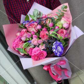 Арт. 0010. Розы 50см 7шт, куст.роза 6шт, эустома 3шт, вибурнум 2, эвкалипт 2, матовая пленка, атласная лента